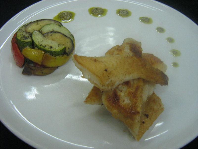Палтус с рататум из овощей