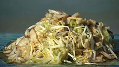 Салат из свежей капусты и соленых огрурцов