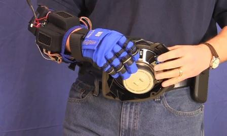 NASA и GM создали перчатку-усилитель