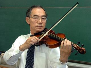 Японец создал струны для скрипки из паутины